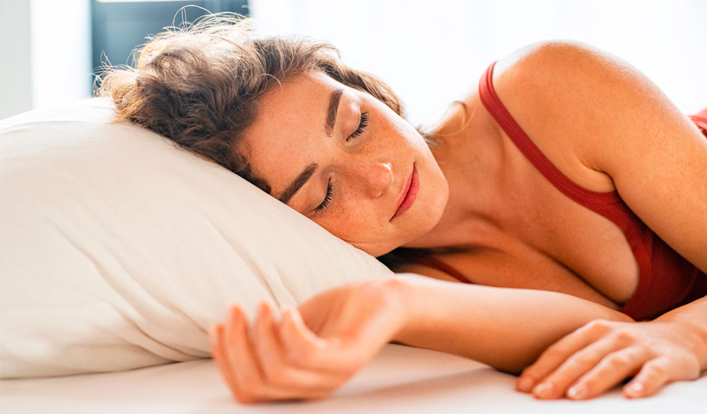 dormir de lado tras un aumento de pecho